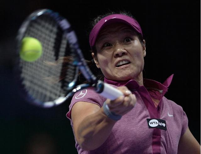 Li Na of China returns a shot to Sara Errani of Italy during their tennis match at the WTA championship in Istanbul, Turkey, Wednesday, Oct. 23, 2013. (AP Photo)