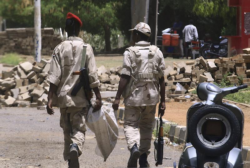 Fewer members of the paramilitary Rapid Support Forces were seen patrolling Khartoum than in previous days (AFP Photo/-)