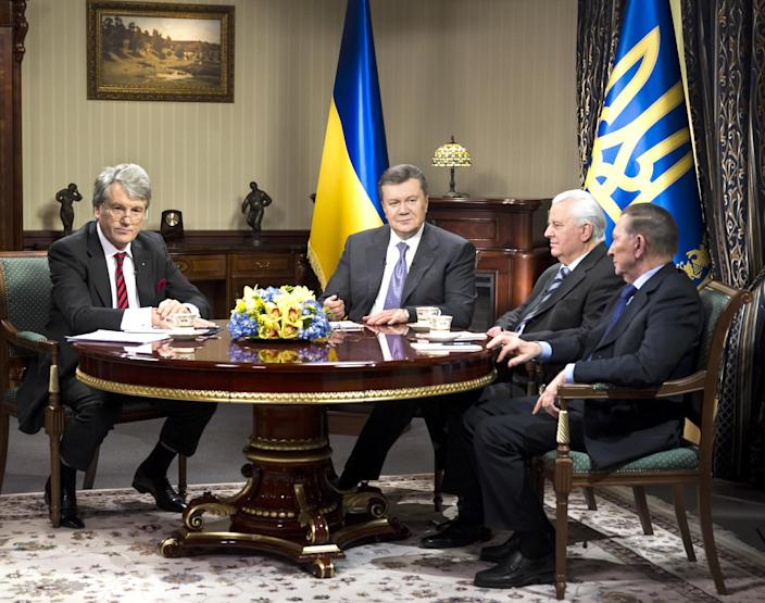 Ukrainian President Viktor Yanukovych, second left, meets with his former counterpart Viktor Yushchenko, left, Leonid Kuchma, right, Leonid Kravchuk, second right, to discuss the situation in the country in Kiev, Ukraine, Tuesday, Dec. 10, 2013. Top Western diplomats headed to Kiev Tuesday to try to defuse a stand-off between President Viktor Yanukovych's government and thousands of demonstrators, following a night in which police in riot gear dismantled protesters' encampments outside government buildings. Demonstrators have occupied the Ukrainian capital for weeks opposing Yanukovych's decision to freeze ties with the European Union and tilt to Russia instead. (AP Photo/ Andrei Mosienko, Pool)