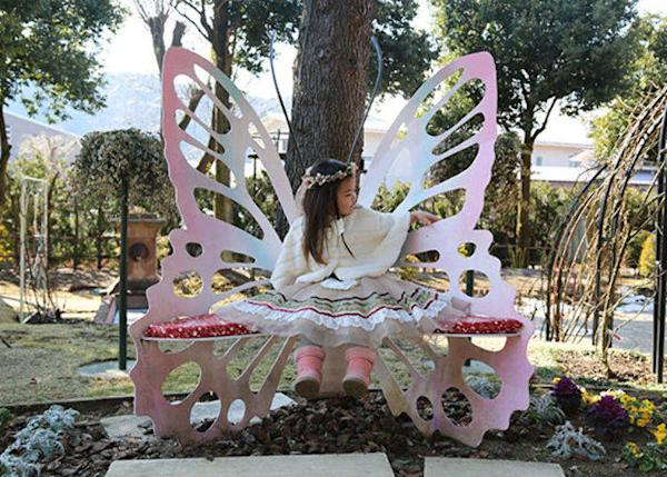 The Butterfly Bench inside the garden, worthy of a princess!