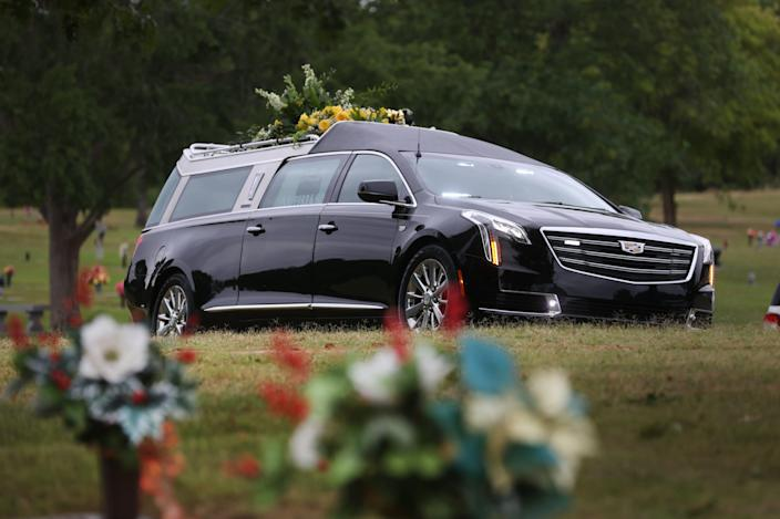 A hearse carrying the casket of Memphis police officer Ivory Beck Sr. arives at Memorial Park South Woods.