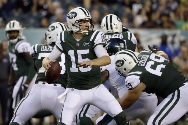 New York Jets' Josh McCown looks to pass during the first half of the team's preseason NFL football game against the Philadelphia Eagles, Thursday, Aug. 30, 2018, in Philadelphia. (AP Photo/Michael Perez)