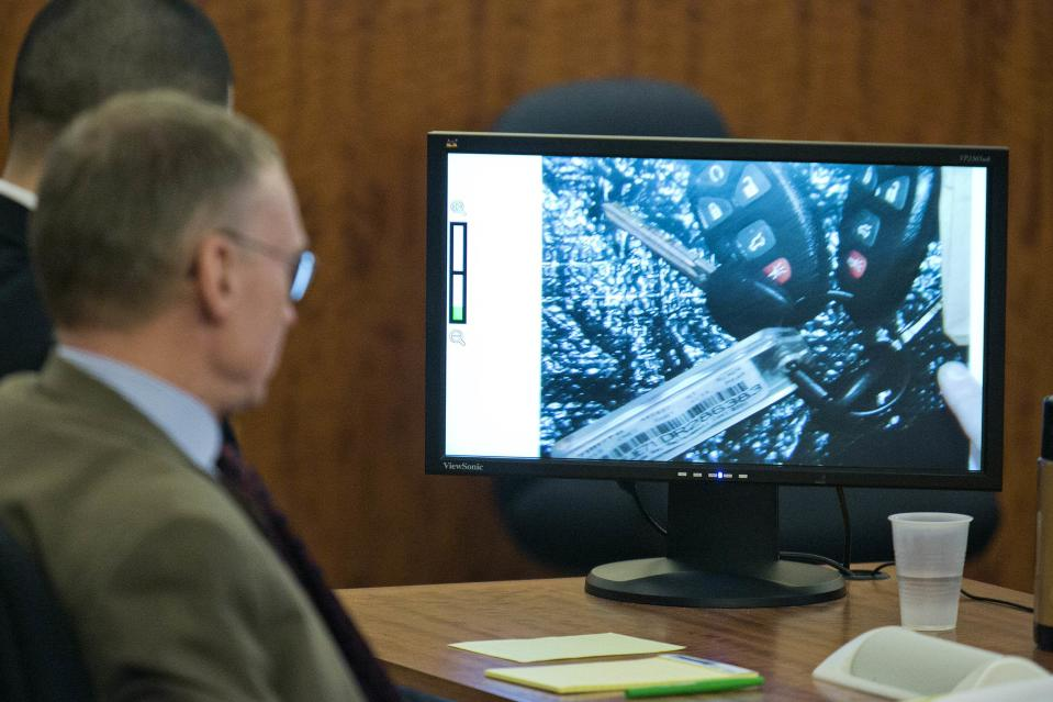 Former New England Patriots player Aaron Hernandez and attorney Charles Rankin view a monitor showing Enterprise rental car keys recovered from Odin Lloyd, during his murder trial at the Bristol County Superior Court in Fall River, Massachusetts, February 18, 2015. REUTERS/Dominick Reuter/Pool (UNITED STATES - Tags: CRIME LAW SPORT FOOTBALL)