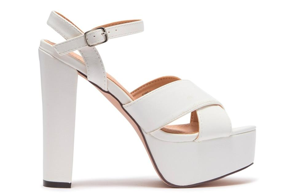 chase and chloe, white sandals, platform