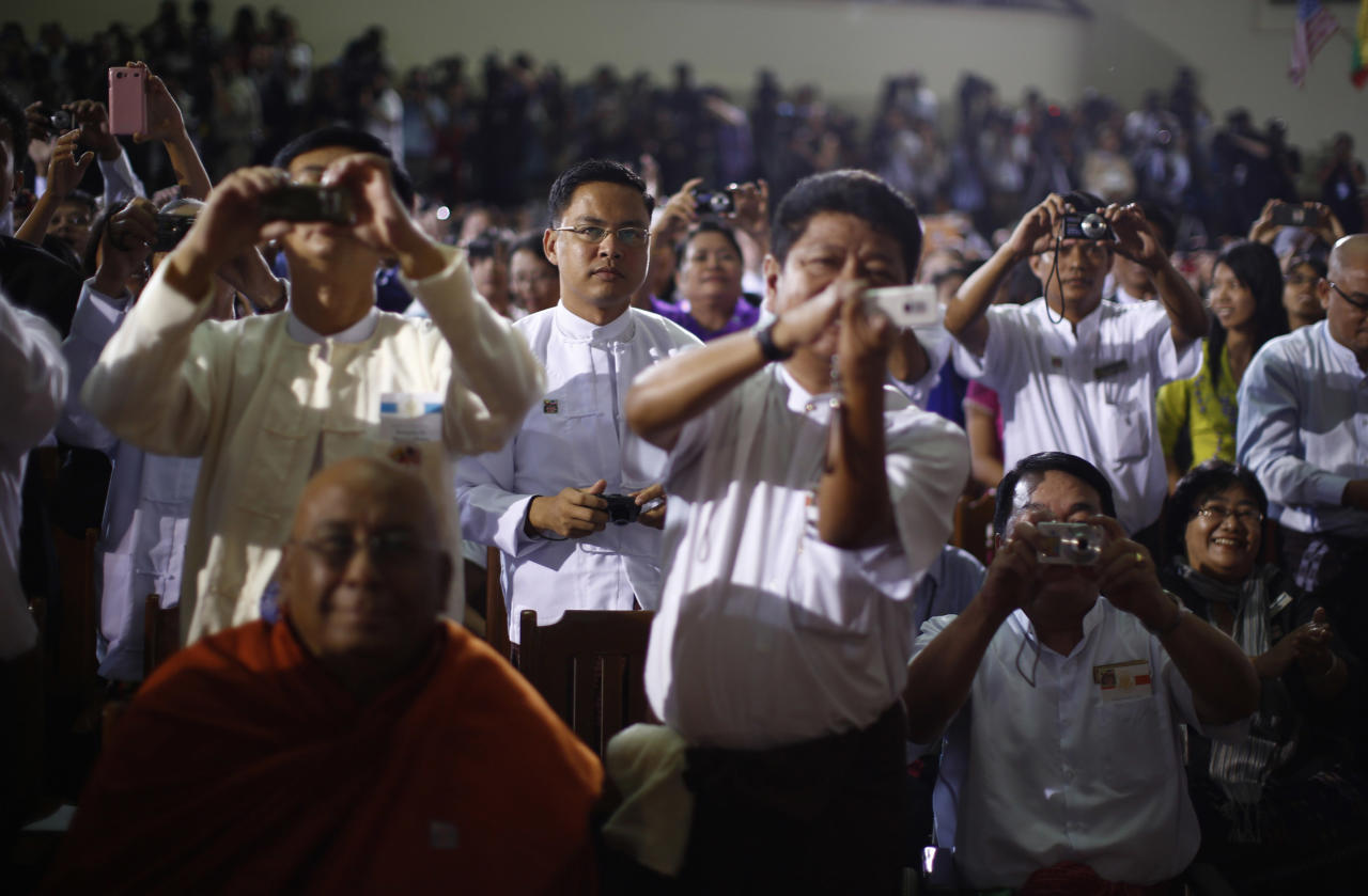 Members of the audience take pictures as U.S. President Barack Obama delivers remarks at the University of Yangon, November 19, 2012.   REUTERS/Jason Reed   (MYANMAR - Tags: POLITICS EDUCATION)