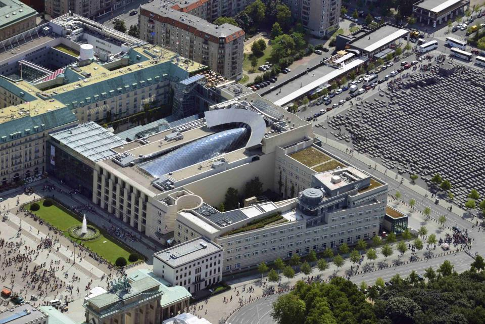 An aerial view taken August 15, 2013, shows the Brandenburg Gate, the U.S. Embassy and the Holocaust memorial (L-R) in Berlin. A German newspaper said on October 27, 2013 that U.S. President Barack Obama knew his intelligence service was eavesdropping on Angela Merkel as long ago as 2010, contradicting reports that he had told the German leader he did not know. The U.S. National Security Agency (NSA) denied that Obama had been informed about the operation by the NSA chief in 2010, as reported by the German newspaper. Picture taken August 15, 2013. REUTERS/Euroluftbild.de/Robert Grahn (GERMANY - Tags: POLITICS CRIME LAW)