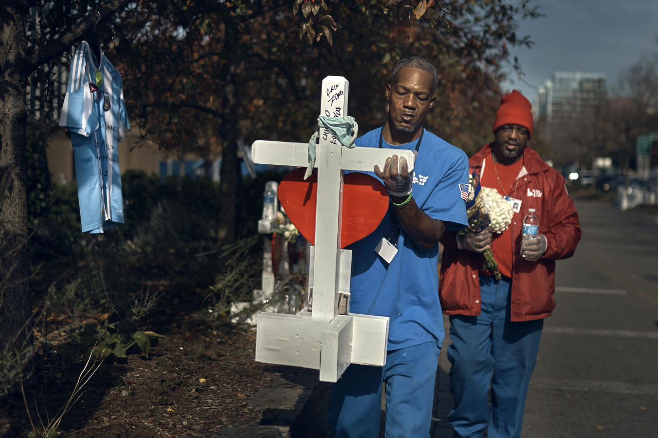 <p>Workers carry a cross to a memorial to remember victims of the recent truck attack on a bike path near the crime scene on Friday, Nov. 3, 2017, in New York. (Photo: Andres Kudacki/AP) </p>