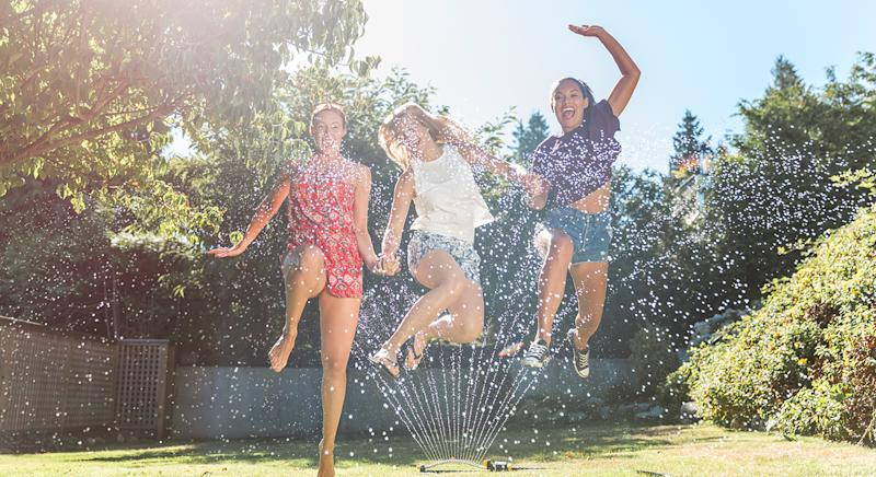 Is your garden looking parched from the warm weather? Here are the top-rated sprinklers to shop now. (Getty Images)
