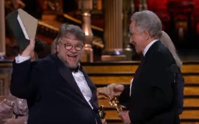 Guillermo del Toro makes joke while collecting the Best Picture Oscar (ABC)
