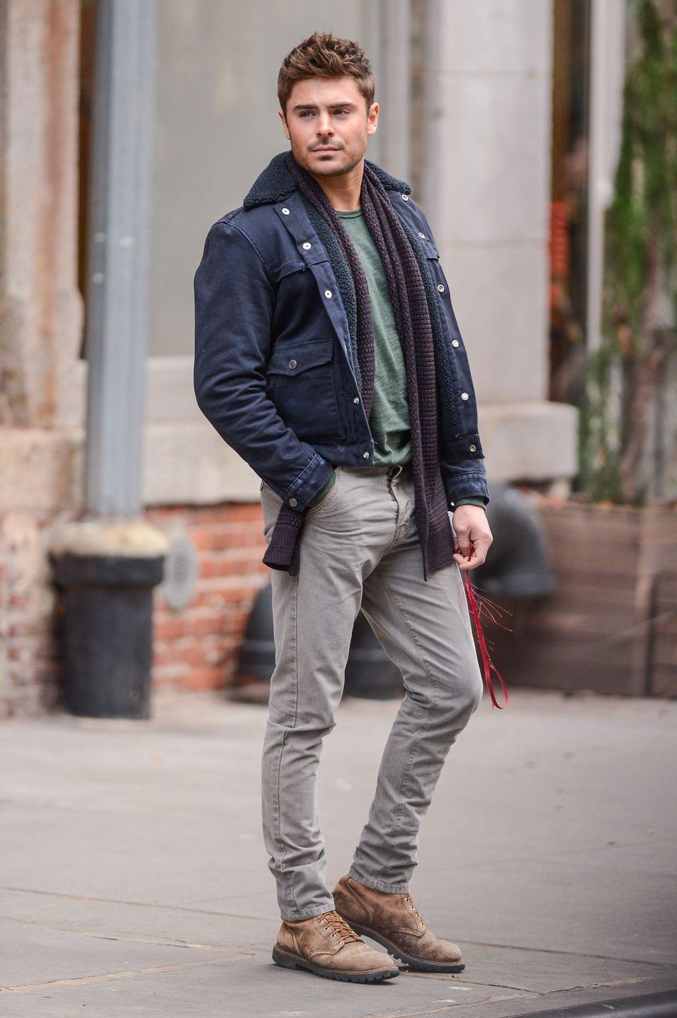 <p>As freakin' fall-ready and cute Zac looks in a scarf, I gotta say—nothing beats shirtless Zac. You're gonna see what I mean in just a sec. </p>