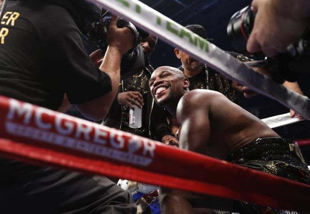 <p>Floyd Mayweather Jr. smiles as he sits in his corner in between rounds REUTERS/Steve Marcus </p>