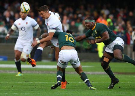 Rugby Union - Third Test International - South Africa v England - Newlands Stadium, Cape Town, South Africa - June 23, 2018. England's Henry Slade kicks over South African defenders. REUTERS/Mike Hutchings