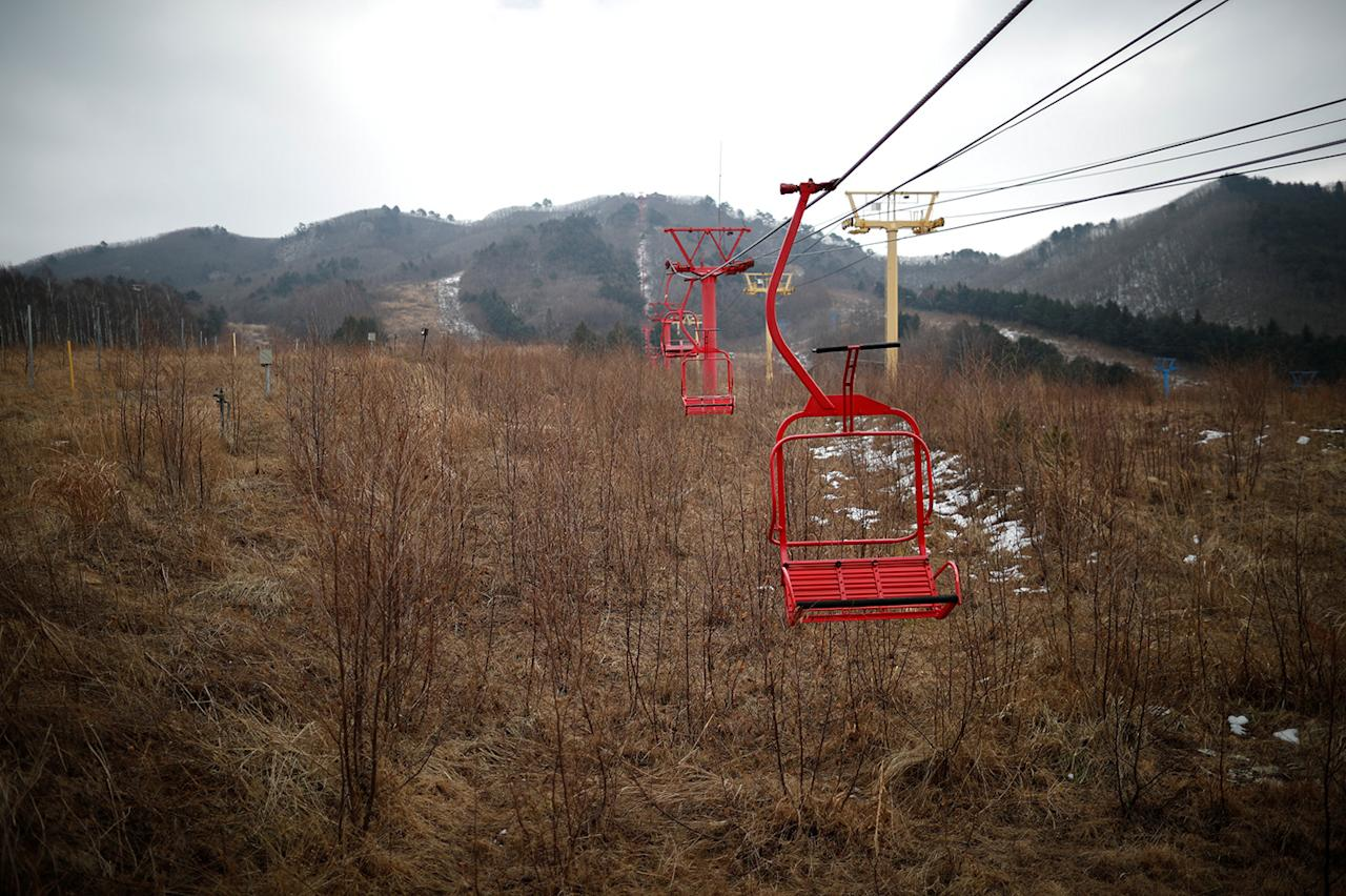 <p>Ski lift chairs hang at the abandoned Alps Ski Resort located near the demilitarized zone separating the two Koreas in Goseong, South Korea, Jan. 17, 2018. (Photo: Kim Hong-Ji/Reuters) </p>