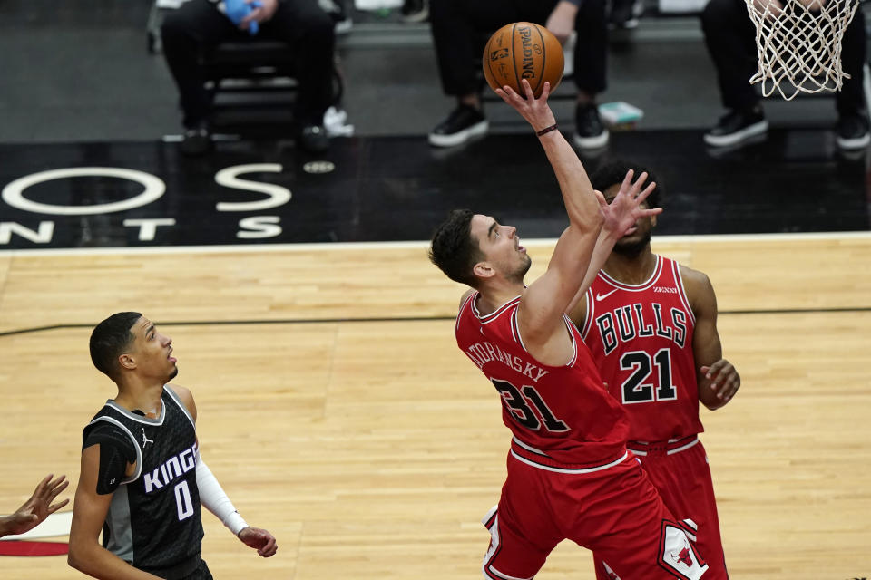 Chicago Bulls guard Tomas Satoransky, right, drives to the basket past Sacramento Kings guard Tyrese Haliburton during the first half of an NBA basketball game in Chicago, Saturday, Feb. 20, 2021. (AP Photo/Nam Y. Huh)