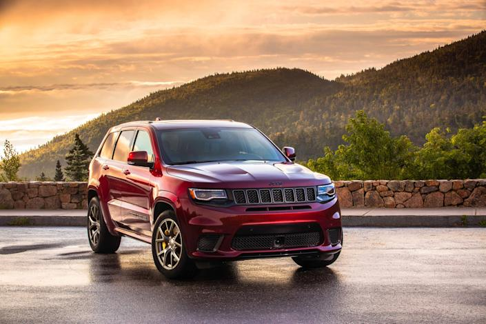 jeep cherokee 2020 02 angle exterior front red