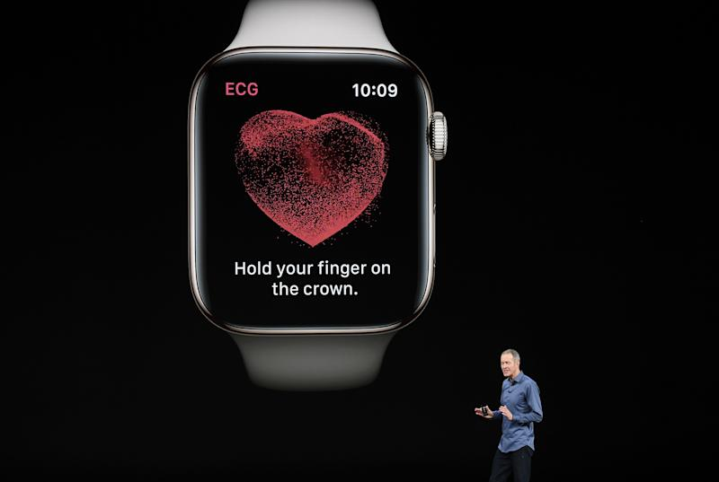 Here's What Cardiologists Say About the Apple Watch's New Heart Monitoring Features