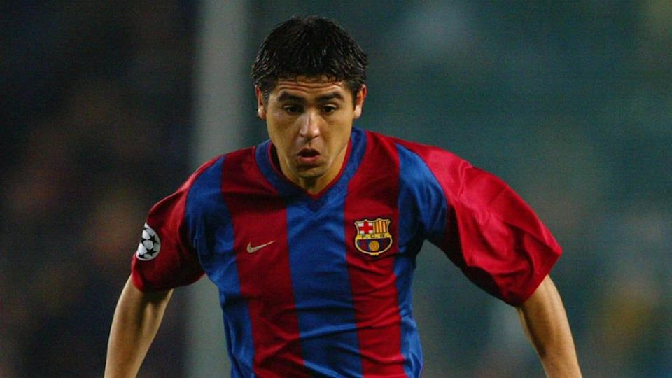 Riquelme é um dos melhores jogadores argentinos | Juan Roman Riquelme of Barcelona running with the ball at his feet | Laurence Griffiths/Getty Images