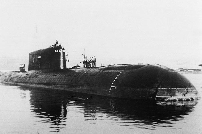 Dateless photo of the nuclear submarine Comsomoretz, taken in St. Petersburg