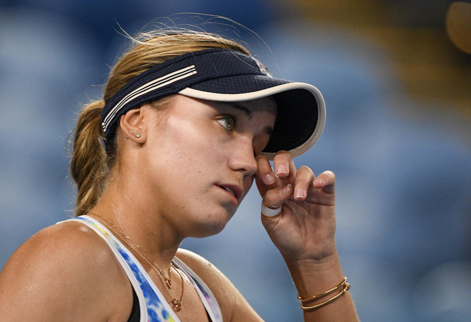 United States' Sofia Kenin wipes the sweat from her face during her match against Spain's Garbine Muguruza at a tuneup event ahead of the Australian Open tennis championships in Melbourne, Australia, Friday, Feb. 5, 2021.(AP Photo/Andy Brownbill)