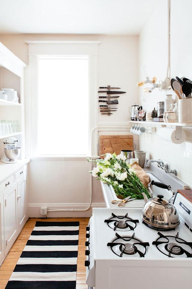 "Photo: <a rel=""nofollow"" href=""http://theeverygirl.com/kate-davisons-san-francisco-home-tour"">Colin Price Photography/The Everygirl</a>"