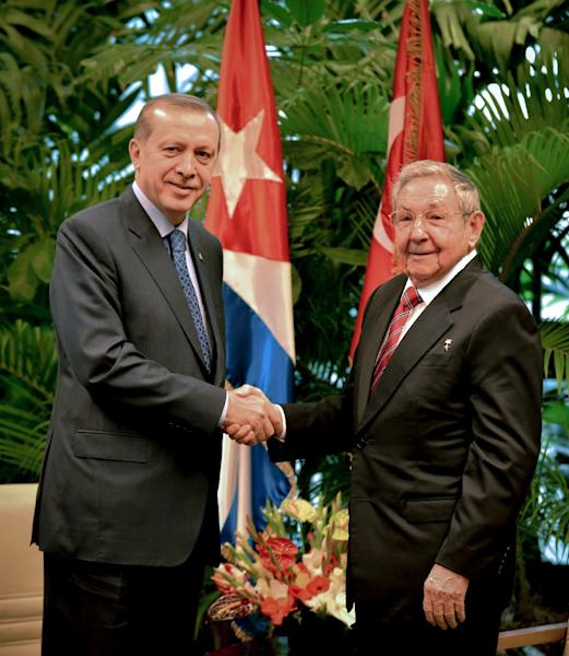Turkish President Recep Tayyip Erdogan (left) shakes hands with his Cuban counterpart Raul Castro during a 2015 visit to Revolution Palace in Havana (AFP Photo/Adalberto Roque)