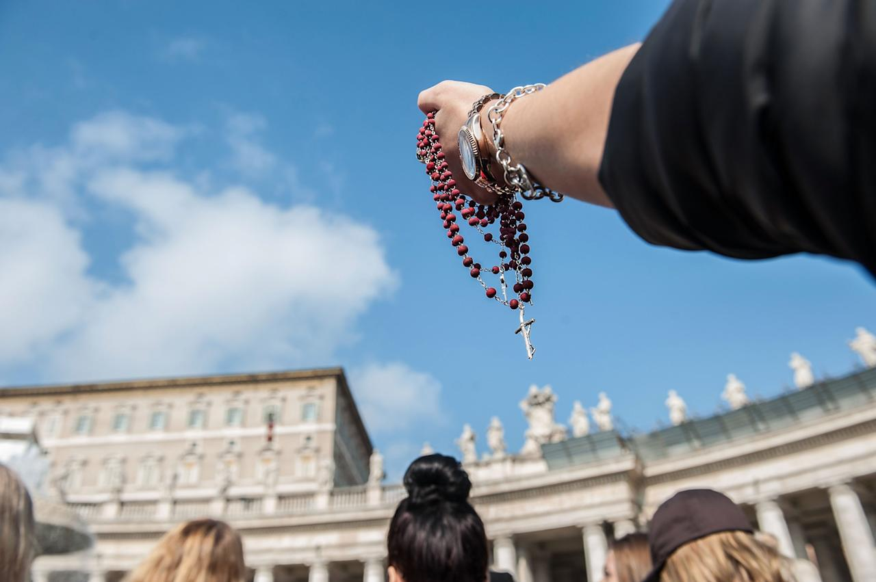 VATICAN CITY, VATICAN - FEBRUARY 17:  Faithful hold a rosary as they attend Pope Benedict XVI Angelus Blessing at St. Peter's Square on February 17, 2013 in Vatican City, Vatican. The Pontiff will hold his last weekly public audience on February 27 at St Peter's Square after announcing his resignation last week.  (Photo by Giorgio Cosulich/Getty Images)