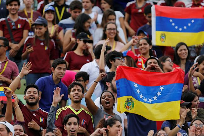 Fans shout slogans against Venezuelan President Nicolas Maduro's government during a welcoming ceremony for Venezuela's under-20 soccer team, upon their arrival from the FIFA U-20 World Cup, in Caracas, Venezuela June 13, 2017. REUTERS/Ivan Alvarado