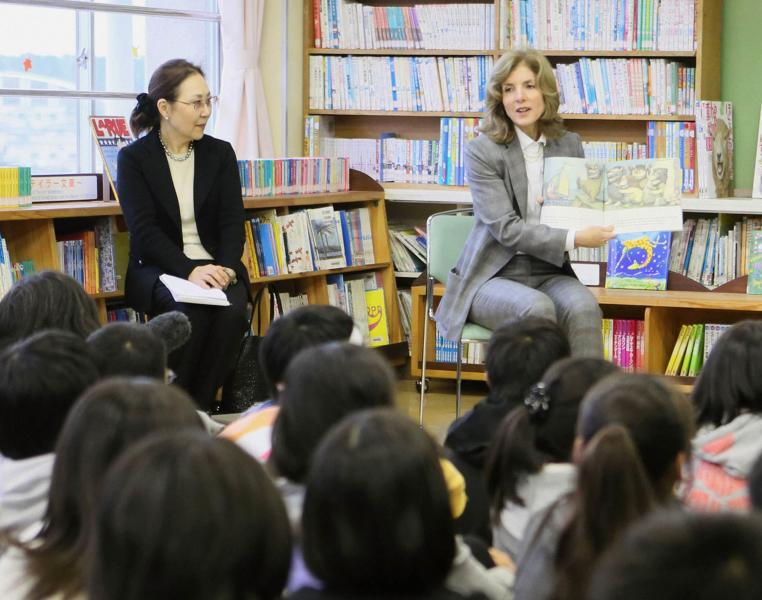 Kennedy reads a picture story book to children at Mangokuura Elementary School in Ishinomaki