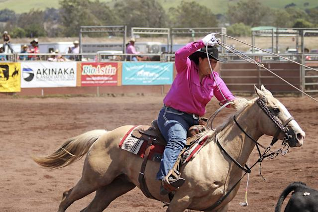 These Native Hawaiians Keep Traditions Alive On Their Ranch 4thTeamRoping-Nancy-ErgerReminisce