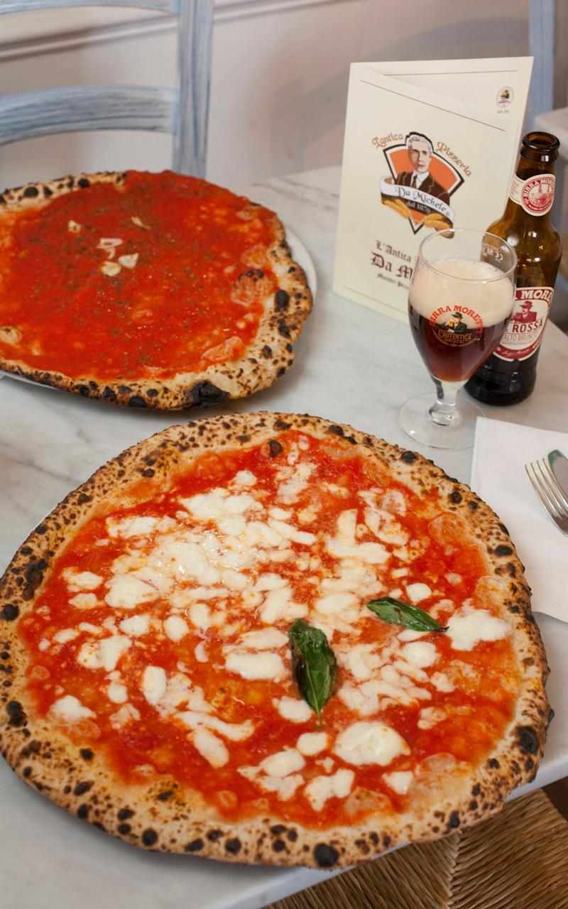 Three colours: red; the margherita and marinara pizzas at Da Michele - Rii Schroer
