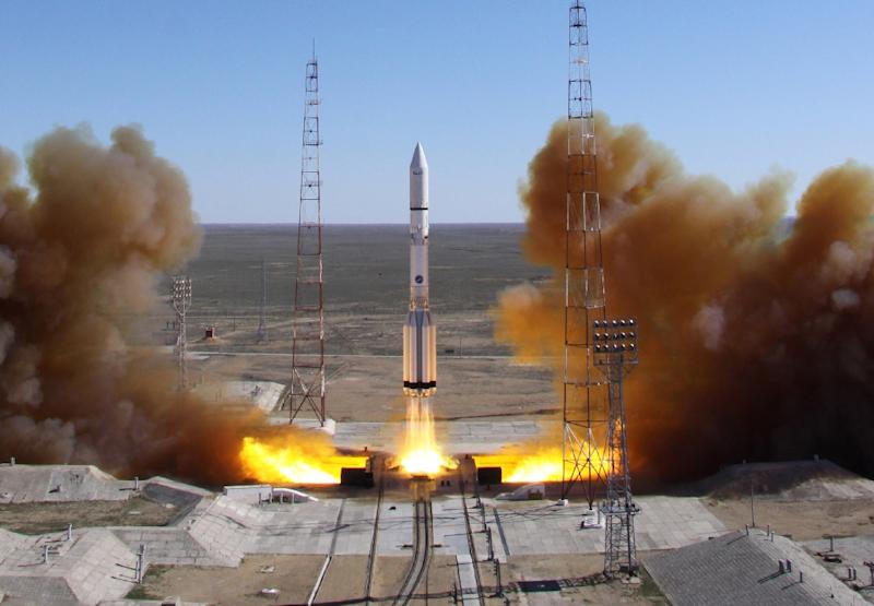 A Russian-built Proton rocket blasts off from a launch pad at Kazakhstan's Baikonur cosmodrome on April 28, 2014 (AFP Photo/)