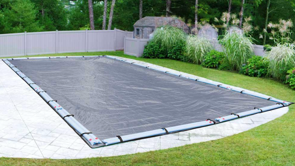 With UV-blocking properties, the Pool Mate cover protects against algae blooms.