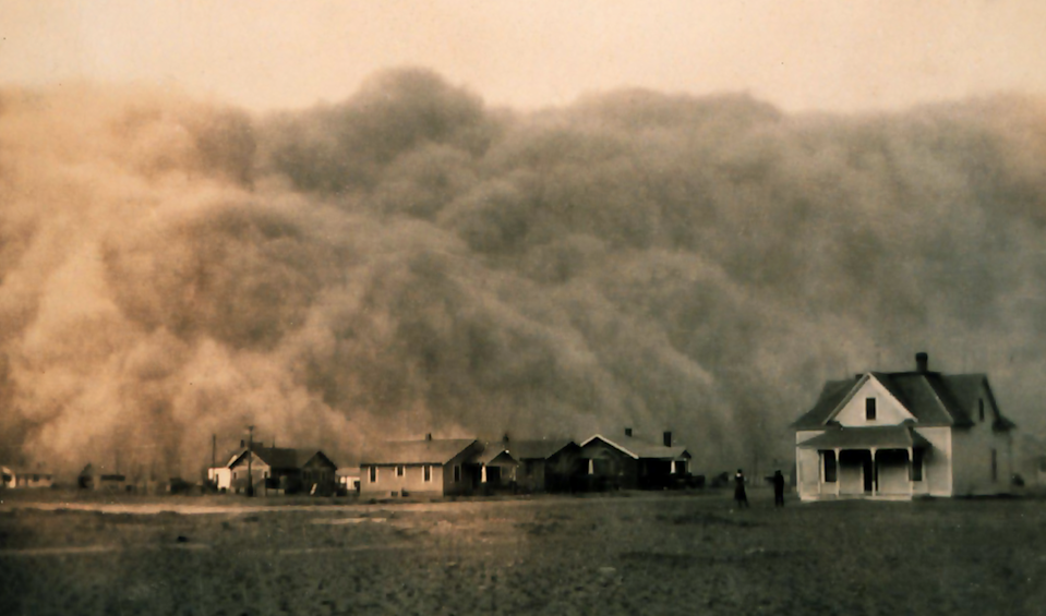 A dust storm approaches Stratford, Texas, in 1935 (NOAA/Public domain)