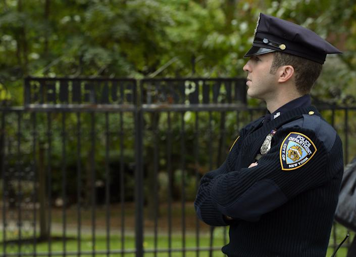 A police officer guards the entrance to Bellevue Hospital on October 24, 2014 in New York, the morning after it was confirmed that Craig Spencer, a member of Doctors Without Borders, who recently returned to New York from West Africa tested positive for Ebola.