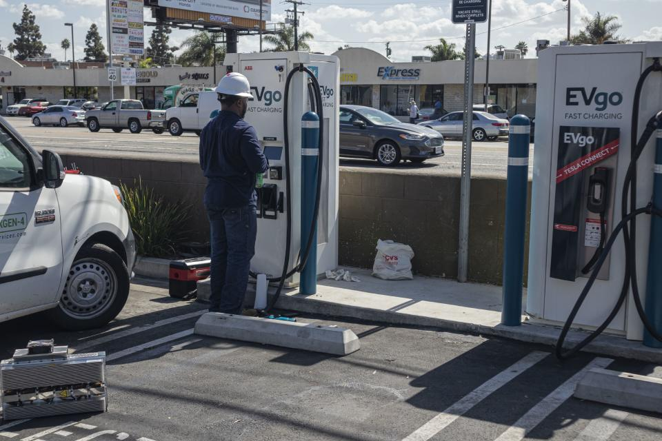 Electric Vehicle charging station, Los Angeles, California, USA. (Photo by: Citizen of the Planet/Education Images/Universal Images Group via Getty Images)