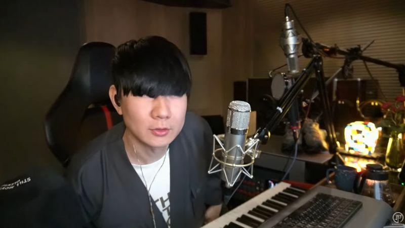 Lin said that his bangs were long enough to cover his eyes, and he needs a haircut after the quarantine. (Screenshot from the video)