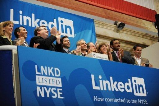 Linkedin founder Reid Garrett Hoffman (C) and CEO Jeff Weiner (2nd R) at the ringing of the opening bell of the NYSE