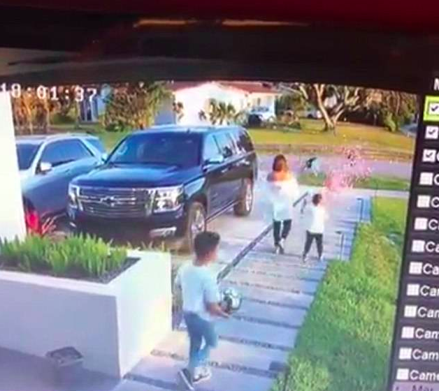 A gender reveal goes wrong when a kid sneaks up on his mum and pops the balloon before it's meant to be burst. Source: Facebook/HumansOfBankstown