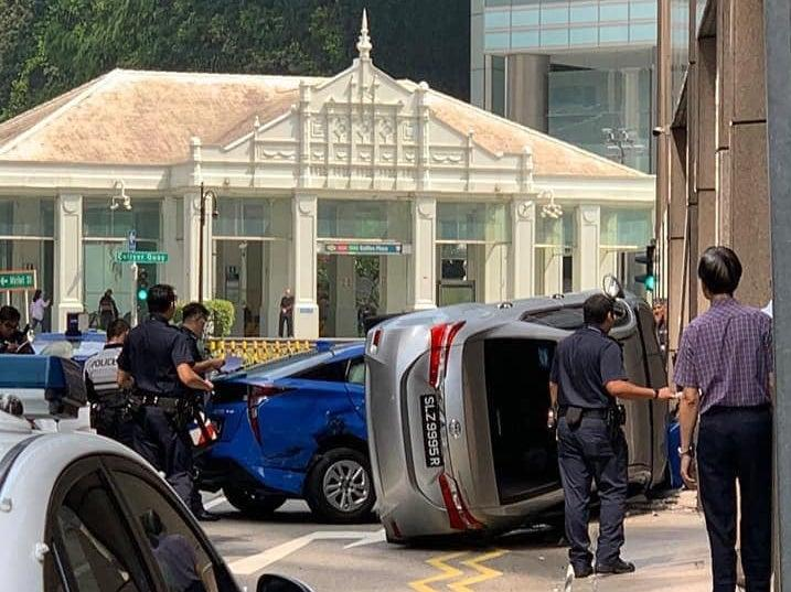 Taxi And Car Collide Lodge Into Building Near Raffles Place Mrt
