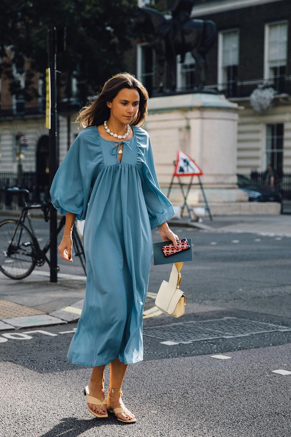 <p>Nothing says summer quite like a breezy dress and flip-flops.</p>