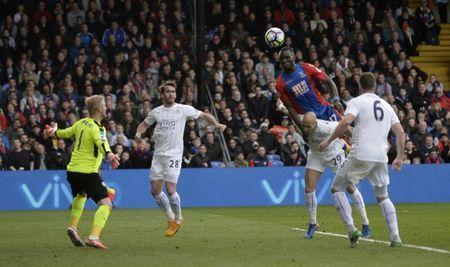 Britain Soccer Football - Crystal Palace v Leicester City - Premier League - Selhurst Park - 15/4/17 Crystal Palace's Christian Benteke scores their second goal Reuters / Hannah McKay Livepic