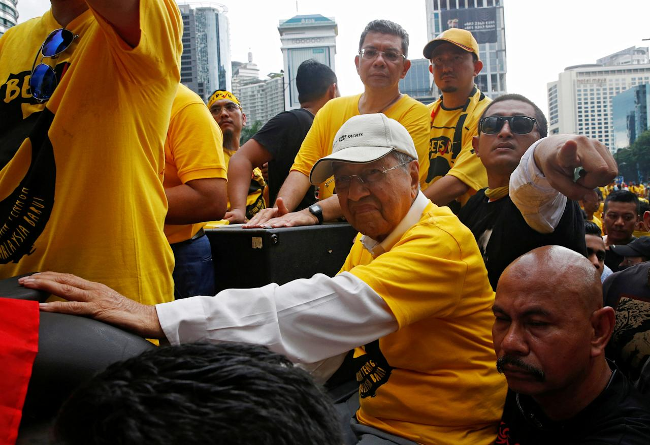 FILE PHOTO: Former Malaysian prime minister Mahathir Mohammad arrives to speak at a rally to pro-democracy group Bersih during a 1MDB protest, calling for Prime Minister Najib Abdul Razak to resign, in Kuala Lumpur, Malaysia November 19, 2016. REUTERS/Edgar Su/File Photo