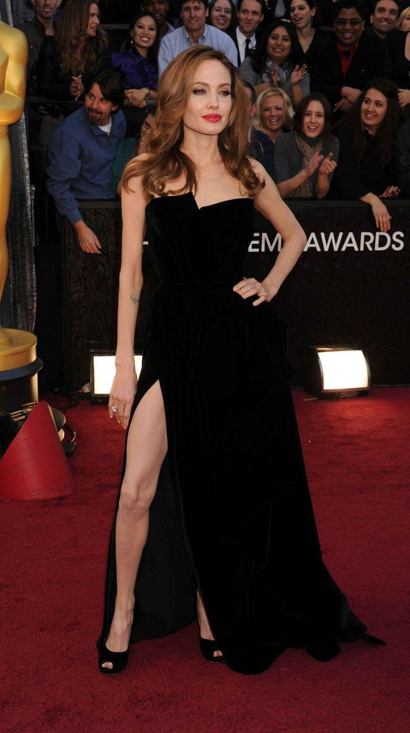 <p>Angelina Jolie executes an expert #AngieLeg in a black strapless Atelier Versace.</p>