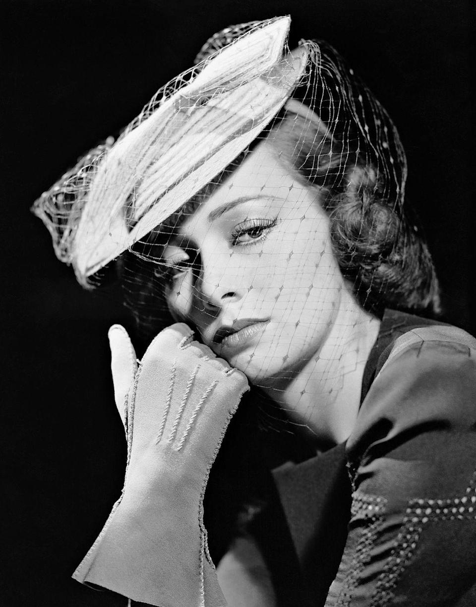 <p>The actress looks striking in this 1940s portrait. </p>