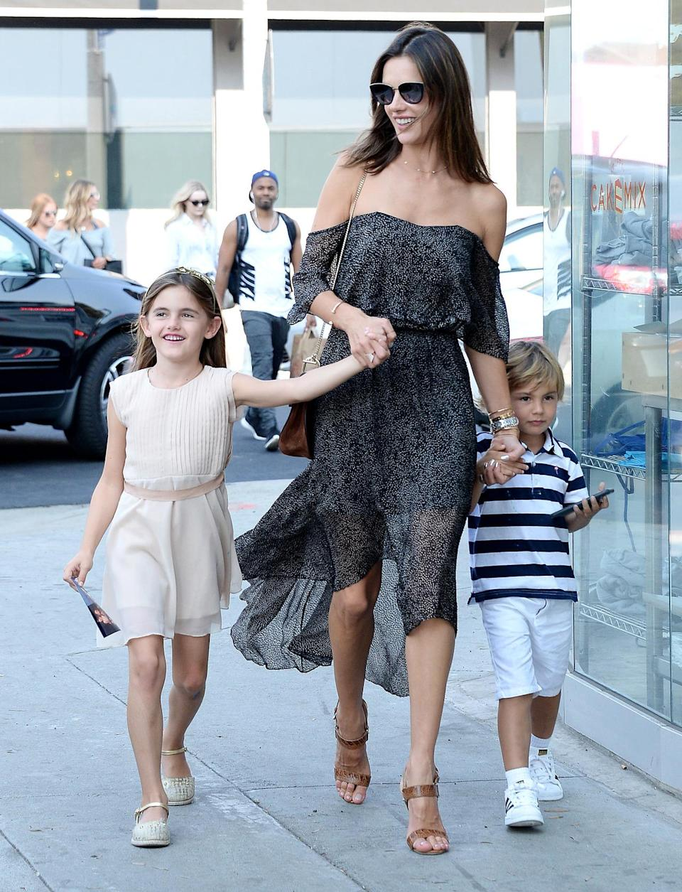 <p>The model/super mom looked ultra chic in an off-the-shoulder dress while taking her kids out to celebrate her daughter's birthday. <i>(Photo by Splash News)</i></p>