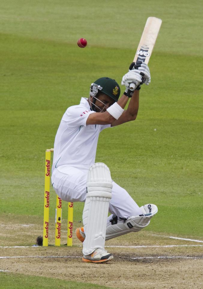 South Africa's Robin Peterson ducks a short ball during the fourth day of the second test cricket match against India in Durban, December 29, 2013. REUTERS/Rogan Ward (SOUTH AFRICA - Tags: SPORT CRICKET)