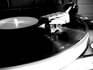800px-Turntable_spinning