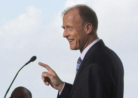 FILE PHOTO: Thomas Enders, Chief Executive Officer of EADS (now Airbus Group) speaks at a ground breaking ceremony for Airbus for its first U.S. assembly plant in Mobile, Alabama April 8, 2013. REUTERS/Lyle Ratliff /File Photo