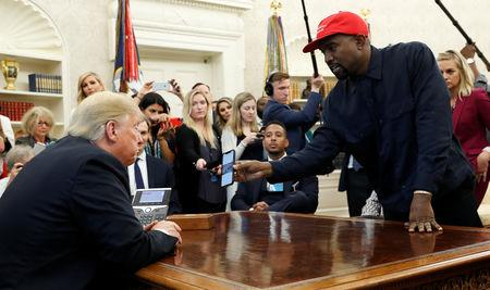 Rapper Kanye West com Trump no Salão Oval