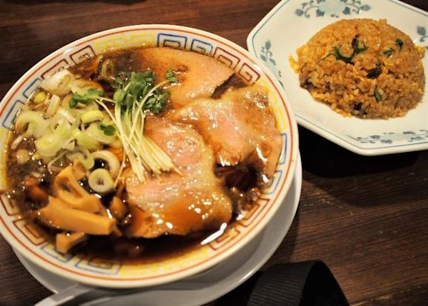 Mackerel noodles (soy sauce) + half fried rice (950, tax included)